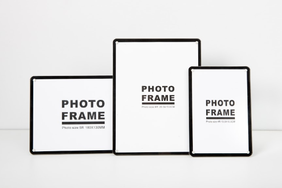 BLACK AND WHITE PHOTO FRAME SET 1